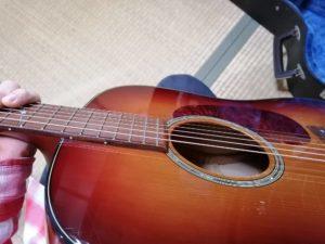 アコースティックギターを手にしたとき
