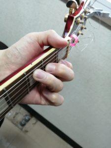 爪を短くしておけば、弦が押さえやすくなります!
