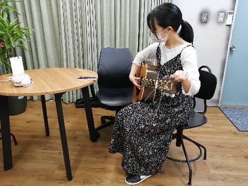ギターの個人レッスン中風景