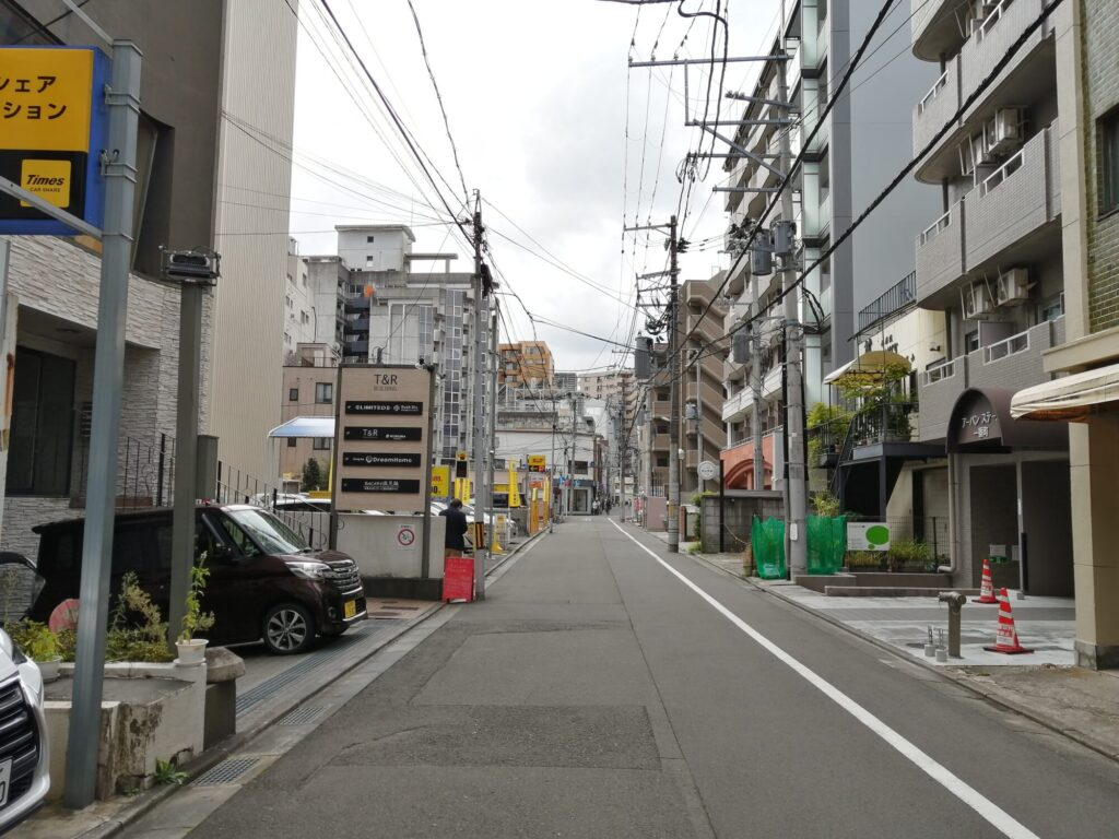 仙台入門ギター弾き語り倶楽部 青葉区一番町にある佐松教室前の道路の画像