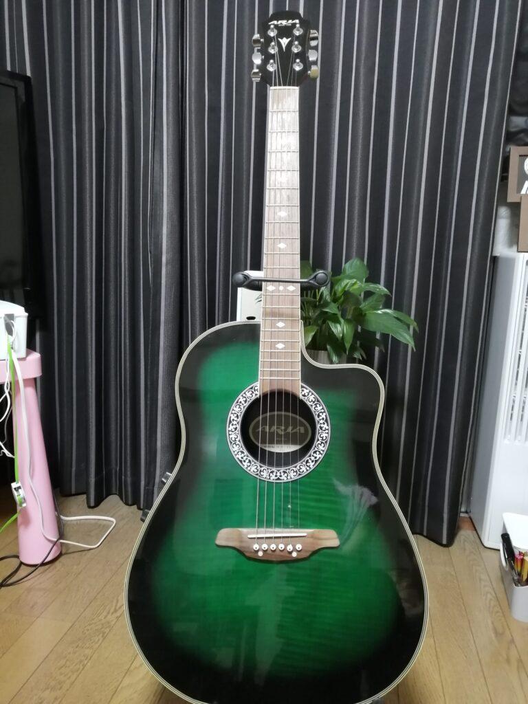 アリアのエレクトリックアコースティックギター