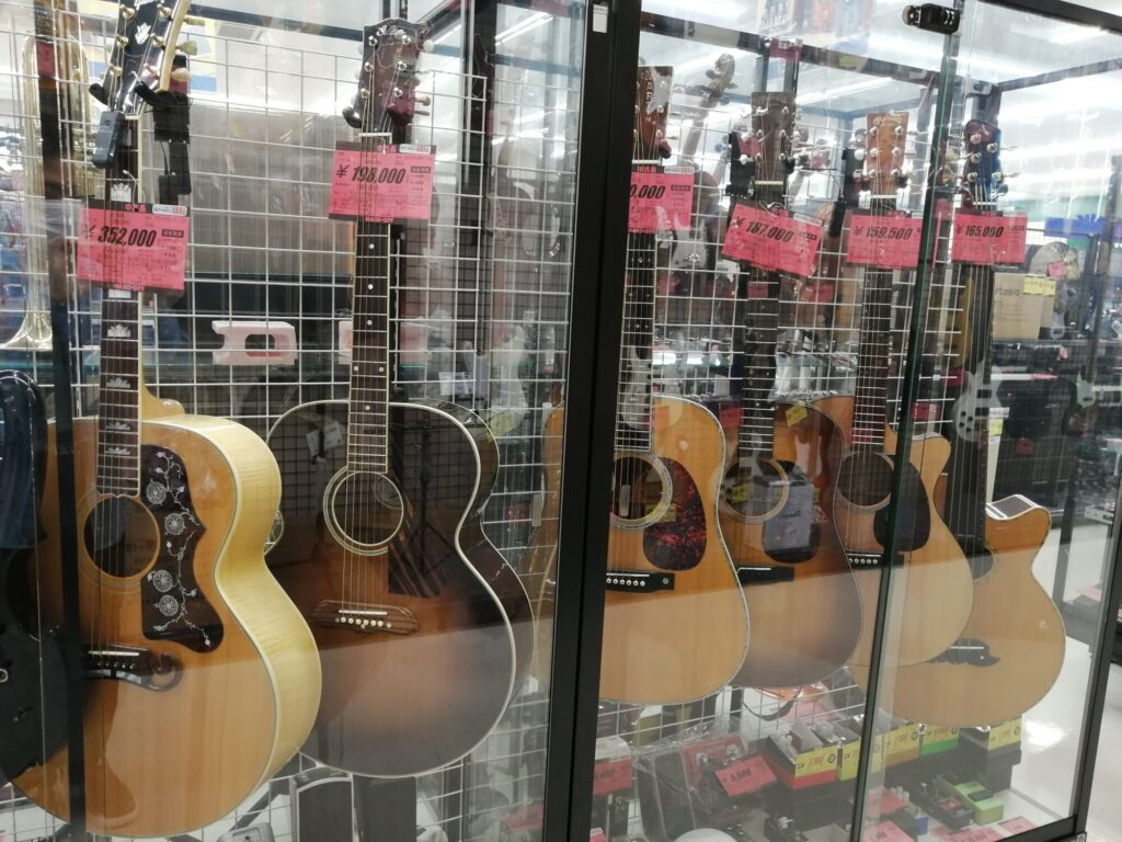 ハードオフ仙台荒井店のGibsonアコースティックギター売り場