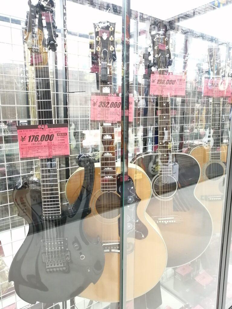 ハードオフ仙台荒井店のアコースティックギター売り場に売られているギブソンJ-200