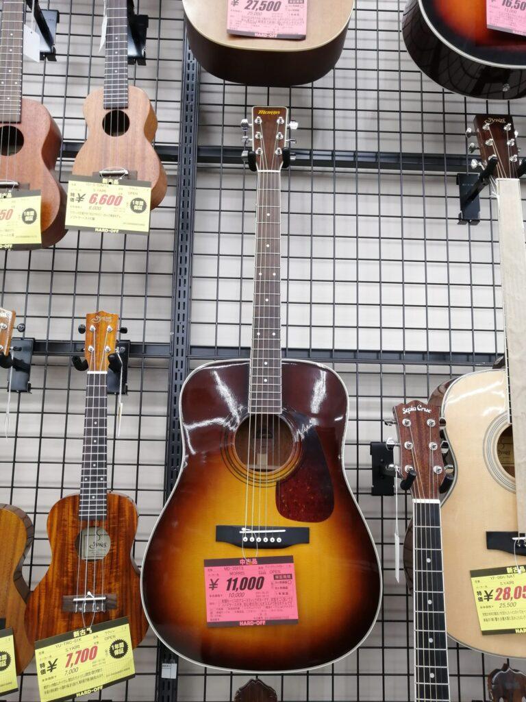 ハードオフ仙台荒井店のギター売り場で売られているモーリスのアコースティックギター